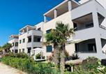Location vacances Vir - Luxury resort on the beach-2