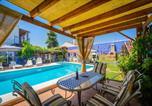 Location vacances Lora del Río - Villa with 3 bedrooms in Penaflor with private pool enclosed garden and Wifi-1