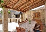 Location vacances Svetvinčenat - Amazing home in Svetvincenat with Outdoor swimming pool, Wifi and 5 Bedrooms-2