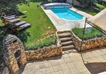 Location vacances Saignon - Stunning home in Apt with Outdoor swimming pool, Wifi and 4 Bedrooms-2