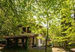 Location vacances  Province de Pistoia - Spacious Holiday Home with Pool in Migliorini-4