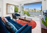Location vacances Annerley - Stylish 2-Bed Apartment with Sweeping River Views-2