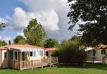 Camping avec Piscine couverte / chauffée Saint-Révérend - Le Village De Florine-3