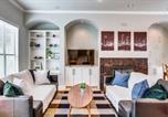 Location vacances Addison - Stylish Three-Story Oak Lawn House-1