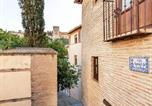 Location vacances Grenade - Budget Apartment in Granada with balcony close to ski area-1