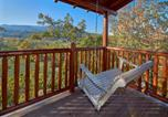 Location vacances Pigeon Forge - Mountain Paws Retreat- Five-Bedroom Cabin-1