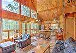 Location vacances Hot Springs - Central Black Hills Cabin w Loft & Wraparound Deck-1