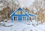 Location vacances Clarks Summit - Charming Lake Ariel Cabin with Resort Amenities-1