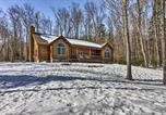 Location vacances Brattleboro - Cabin with Climbing Wall and Game Room, 5 Mi to Mt Snow-3