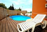 Location vacances Sveti Filip i Jakov - App 7 - private Pool and large terace with grill and lounge area-1