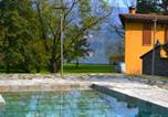 Location vacances  Province de Lecco - Annone di Brianza Villa Sleeps 18 Pool Air Con Wifi-4