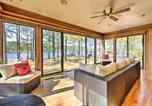 Location vacances Hartsville - Breezy Lakefront Home on Golf Course with Deck and Dock-2