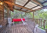 Location vacances Ada - Cozy Cabin with Deck - Nestled by Honey Creek!-1