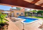 Location vacances Bellvei - Zona tranquila con piscina y barbacoa privadas-1