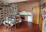 Location vacances Piedralaves - House with 5 bedrooms in Navaluenga with furnished terrace-4