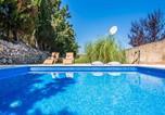 Location vacances Maria de la Salut - Maria de la Salut Villa Sleeps 6 Pool Air Con Wifi-1