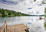 Location vacances Shelton - Anderson Island Home with Lakefront Deck, Dock andcanoe-1