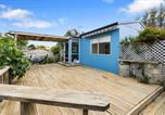 Location vacances Paraparaumu - The Wee Blue Bach - Waikanae Beach Holiday Home-1