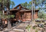 Location vacances Alto - Double Shot Cabin, 2 Bedrooms, Sleeps 4, Deck, Wifi-1