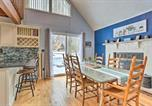 Location vacances Clarks Summit - Charming Lake Ariel Cabin with Resort Amenities-4