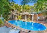 Location vacances Urangan - Amaroo - Rainbow Shores Room for everyone and walk to beach-1