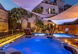 Hôtel Split - Evala luxury rooms with pool and garden-3