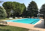Location vacances Castelnuovo del Garda - Residence Le Tende With Pool And Tennis Courts-1
