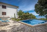 Location vacances Kostrena - Awesome home in Kostrena w/ Outdoor swimming pool and 4 Bedrooms-2