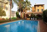 Location vacances  Province de Syracuse - Classic Villa in Floridia with Fenced Garden-1