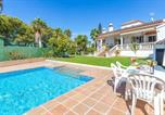 Location vacances Bornos - Amazing home in El Santiscal with Outdoor swimming pool, Wifi and 5 Bedrooms-1