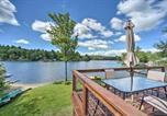 Location vacances Stockbridge - Picturesque Cottage with Sunroom on Ashmere Lake!-4
