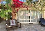 Location vacances Porri - Studio in Sorbo Ocagnano with shared pool and furnished terrace 4 km from the beach-1