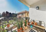 Location vacances Pasadena - New Listing! Lavish Retreat: Walk to Dining, Shops townhouse-2