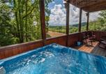 Location vacances Sevierville - Smoky Mountain Retreat, 5 Bedrooms, Hot Tub, Wifi, Pool Table, Sleeps 16-2