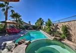 Location vacances La Quinta - La Quinta Home with Saltwater Pool, Hot Tub and Yard!-2