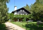 Location vacances  Belgique - Chalet in the countryside, beautiful large garden, absolute calm, total privacy-1