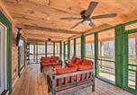Location vacances Elberton - Wood Cabin with Fire Pit, 5 Mi to Lake Hartwell-2