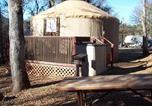 Villages vacances Homewood - Lake of the Springs Camping Resort Yurt 4-1