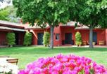 Location vacances  Province de Teramo - Beautiful Cottage in Colonnella with Swimming Pool-2