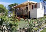Location vacances  Pyrénées-Orientales - Mobil Home Résidentiel 6/8 personnes en Village Vacances à Canet Plage-1