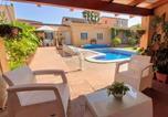 Location vacances Bellvei - Zona tranquila con piscina y barbacoa privadas-4
