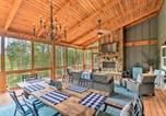 Location vacances Jasper - Cork and Creek Cottage with Mtn and Pasture Views!-1