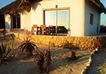 Location vacances  Madagascar - House with one bedroom in Anakao with furnished garden and Wifi 10 m from the beach-1