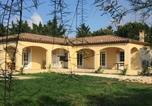 Location vacances Bellegarde - La Villa Des Pins-3