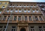 Hôtel Praha 2 - Clown and Bard Hostel-4