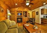 Location vacances Bryson City - 2br Bryson City Cabin on Creek w/ Deck & Hot Tub!-3