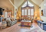 Location vacances Lake Harmony - Cabin with Hot Tub, Bar and Deck Less Than 1 Mi to Big Boulder-1