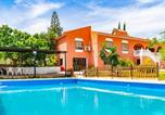 Location vacances Alhaurín de la Torre - Stunning home in Alhaurin de la Torre with Outdoor swimming pool, Wifi and 3 Bedrooms-1