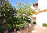 Location vacances  Province d'Agrigente - Sunny Holiday Home in Sciacca with Balcony-4