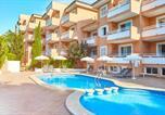 Location vacances  Province des Îles Baléares - Universal Apartments Laguna Garden-1